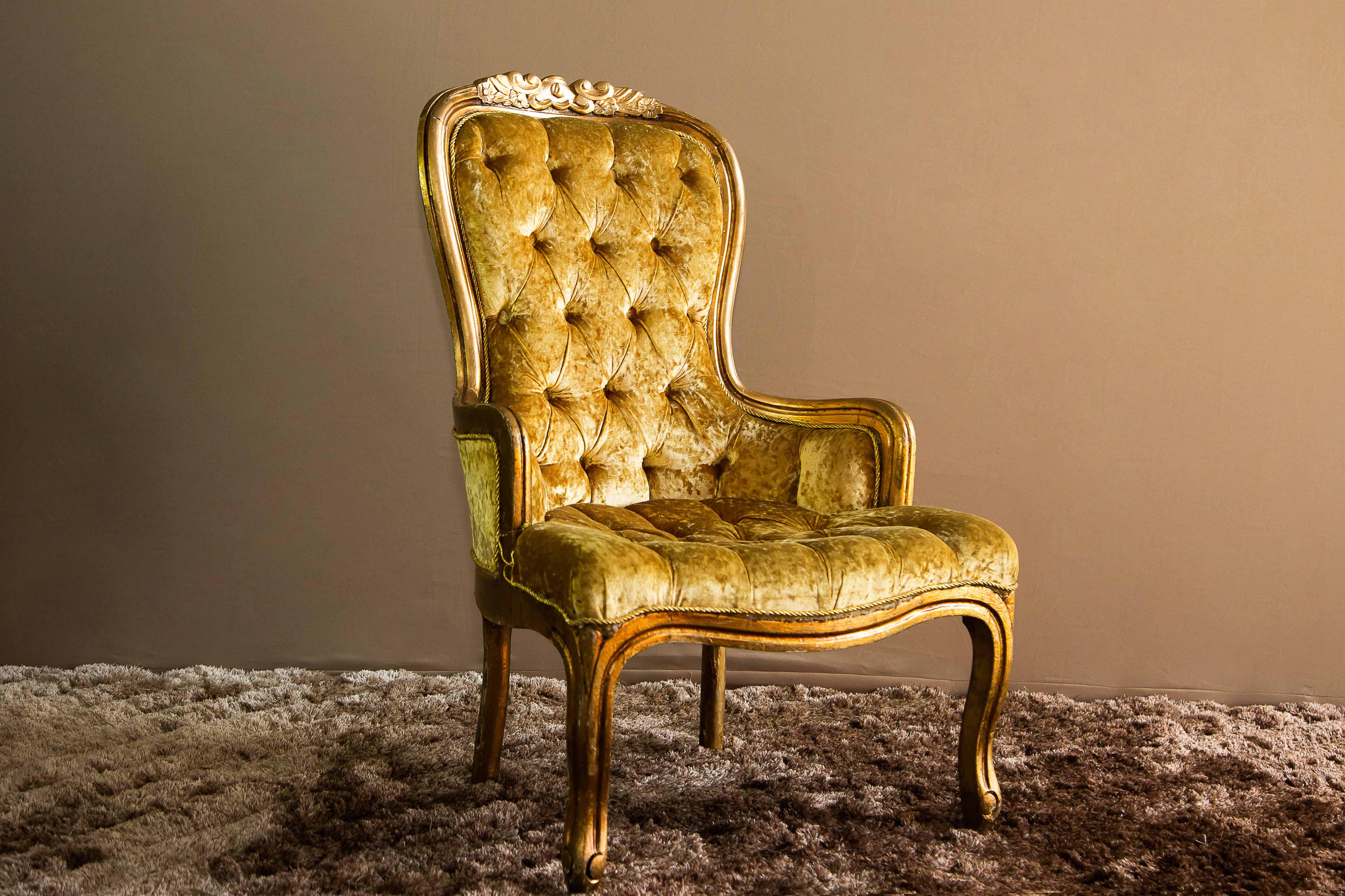 Poltrona Clássica Dourada