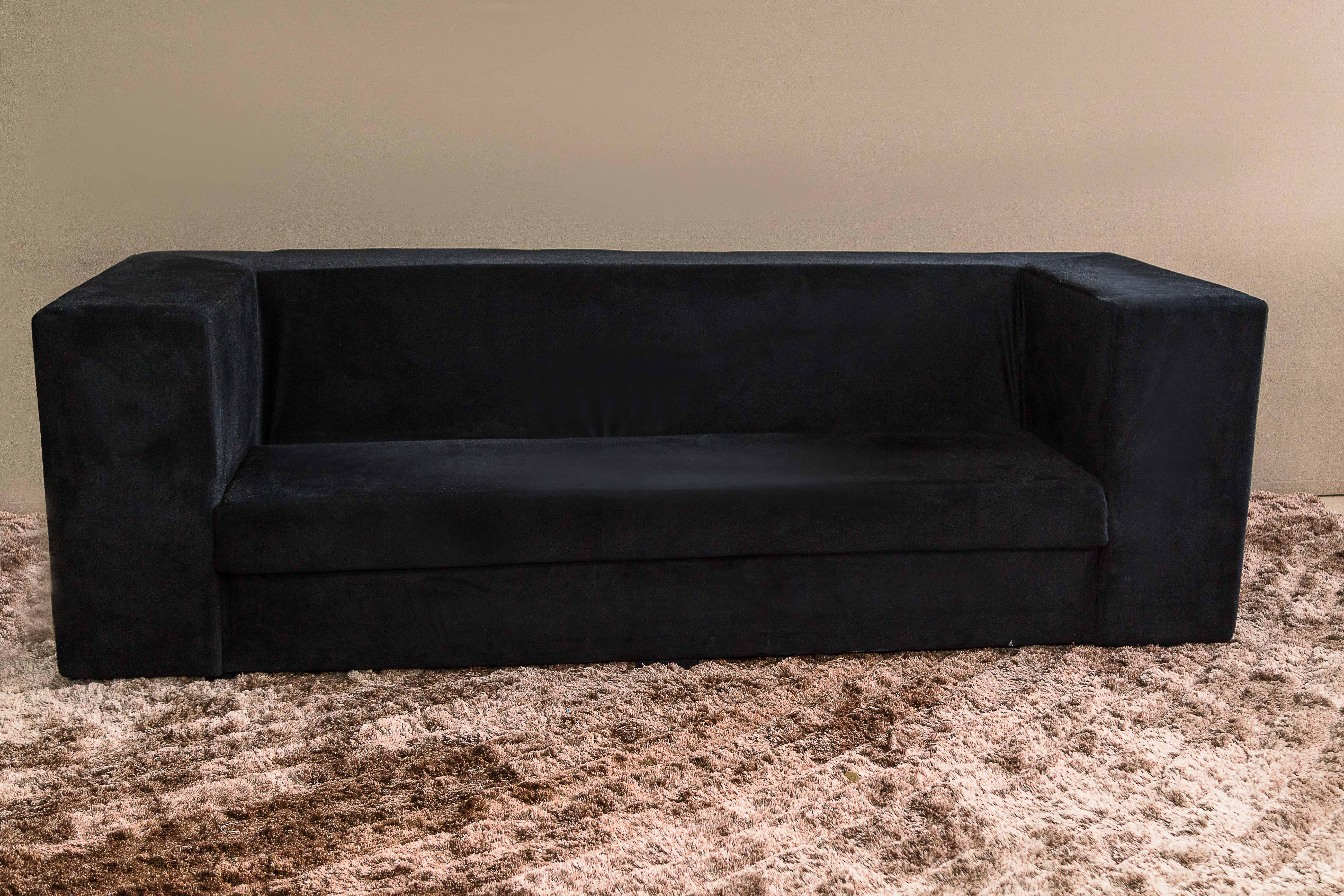 Sofá de veludo preto  - Linhas Retas