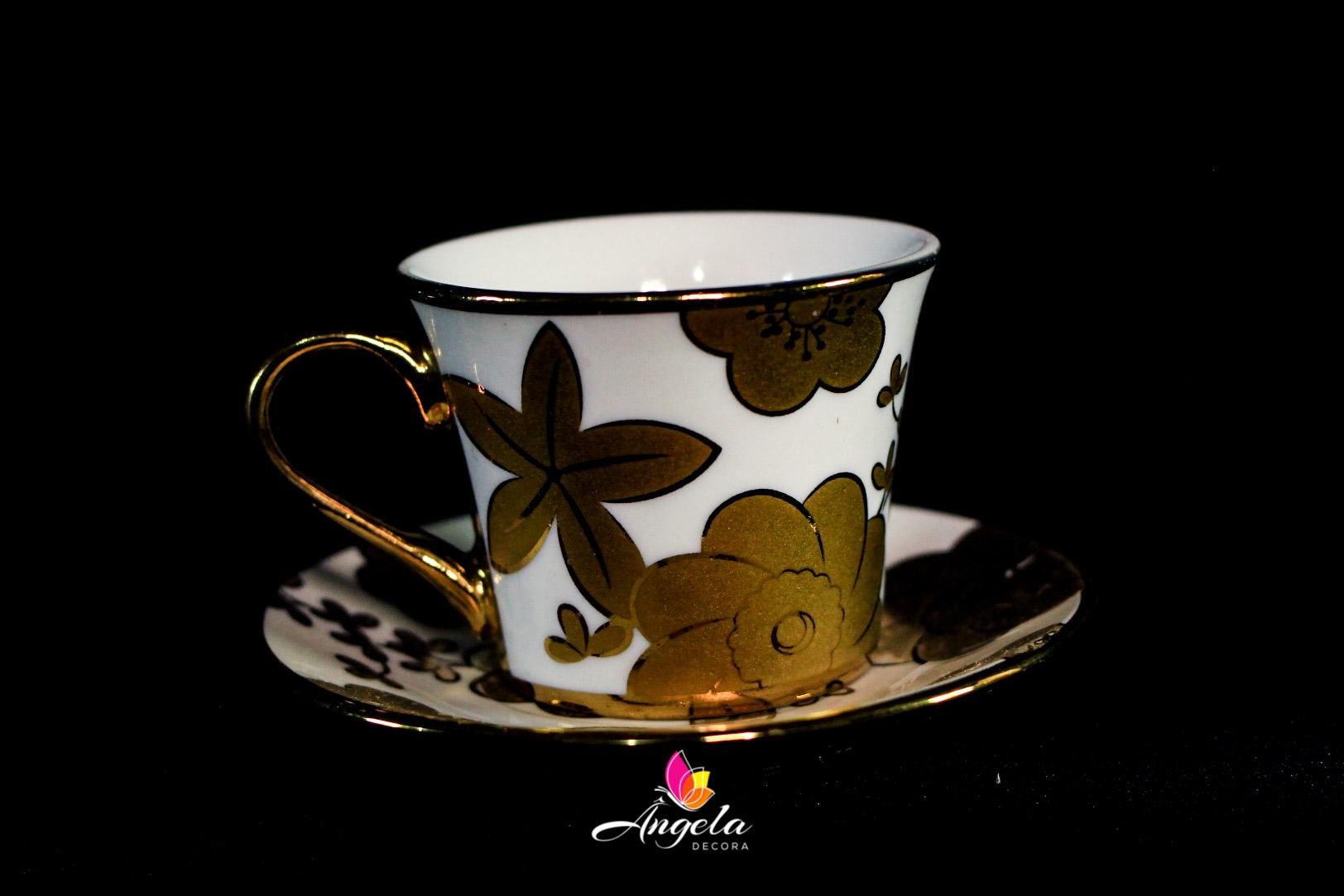 Xícara de Café Branca | Detalhes em Dourado