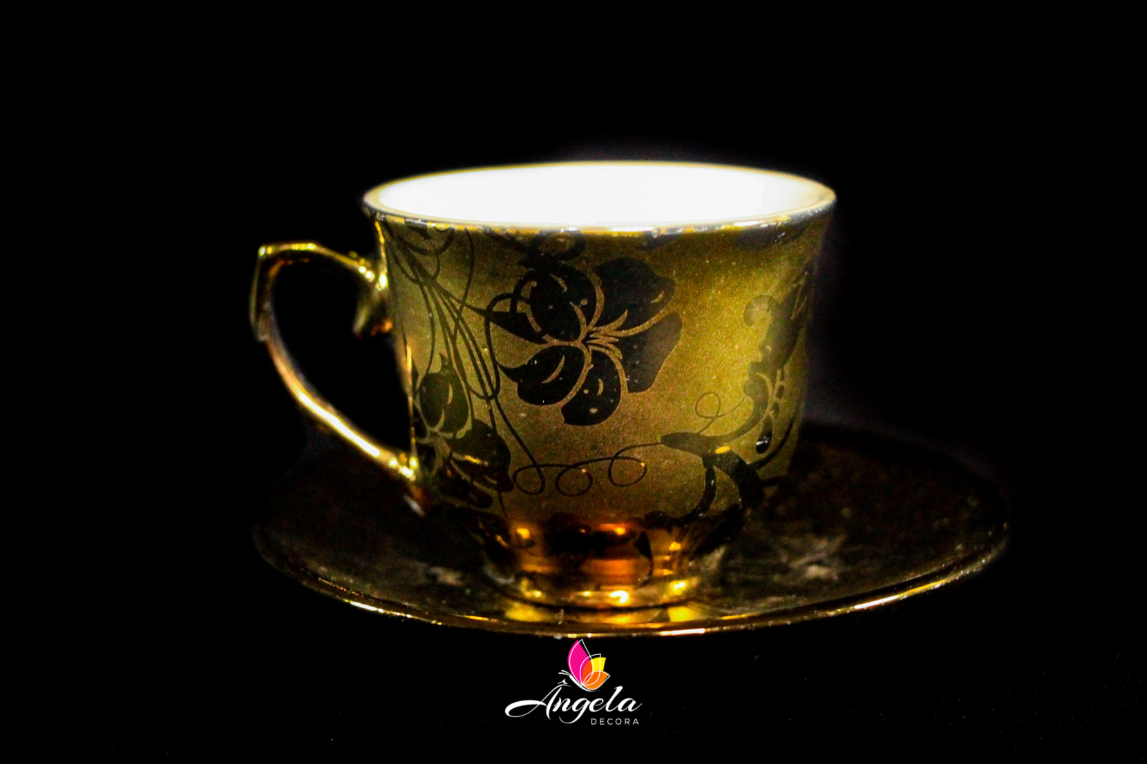 Xícara de Café Dourada